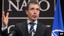 El secretario general de la OTAN, Anders Fogh Rasmussen, en una rueda de prensa este martes en Bruselas.