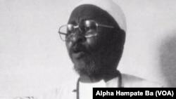 """Amadou Hampâté Bâ : """"En Afrique, quand un vieillard meurt, c'est une bibliotheque qui brûle""""."""