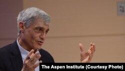 Mantan Menteri Keuangan AS Robert yang menjabat pada masa pemerintahan Presiden Bill Clinton, berbicara pada sebuah panel di Aspen Ideas Festival 2013.