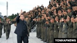 کیم جونگ اون رهبر کره شمالی در مراسم سان و رژه نظامی - عکس از آرشیو