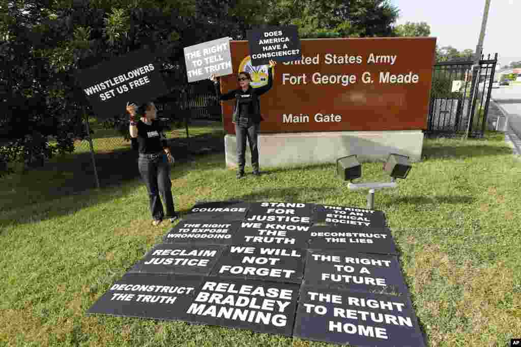 Мітинг на підтримку Меннінґа.