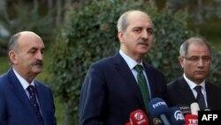 메흐메트 무에지노글루 터키 노동장관(가운데)이 지난 1월 기자회견에서 발언하고 있다.