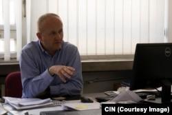 Bivši generalni direktor EPBiH Elvedin Grabovica je tokom angažmana sa nepunim radnim vremenom na Ekonomskom fakultetu u Sarajevu napredovao u zvanje docenta.