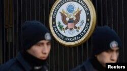 事發後當地警方嚴守使館
