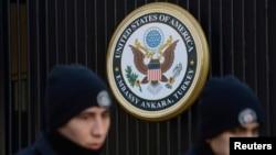 DHKP/C'nin 1990'lardan bu yana Amerikan çıkarlarına, Amerikan askeri ve diplomatik personeliyle tesislerine, NATO personel ve tesislerine ve Türk hedeflerine saldırdığı hatırlatılan açıklamada, 1997 yılında yabancı terör örgütleri listesine alınan DHKP/C'nin Şubat 2013'te bir güvenlik görevlisinin ölümüyle sonuçlanan, ABD'nin Ankara Büyükelçiliği'ne düzenlenen bombalı intihar saldırısından sorumlu olduğu bildiriliyor