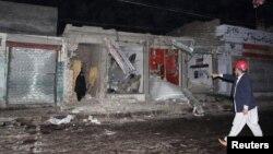 راولپنڈی میں جائے حادثہ پر ایک امدادی کارکن