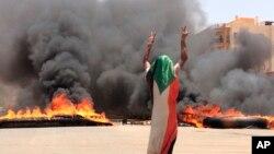 حمله نیروهای امنیتی به معترضان در خرطوم