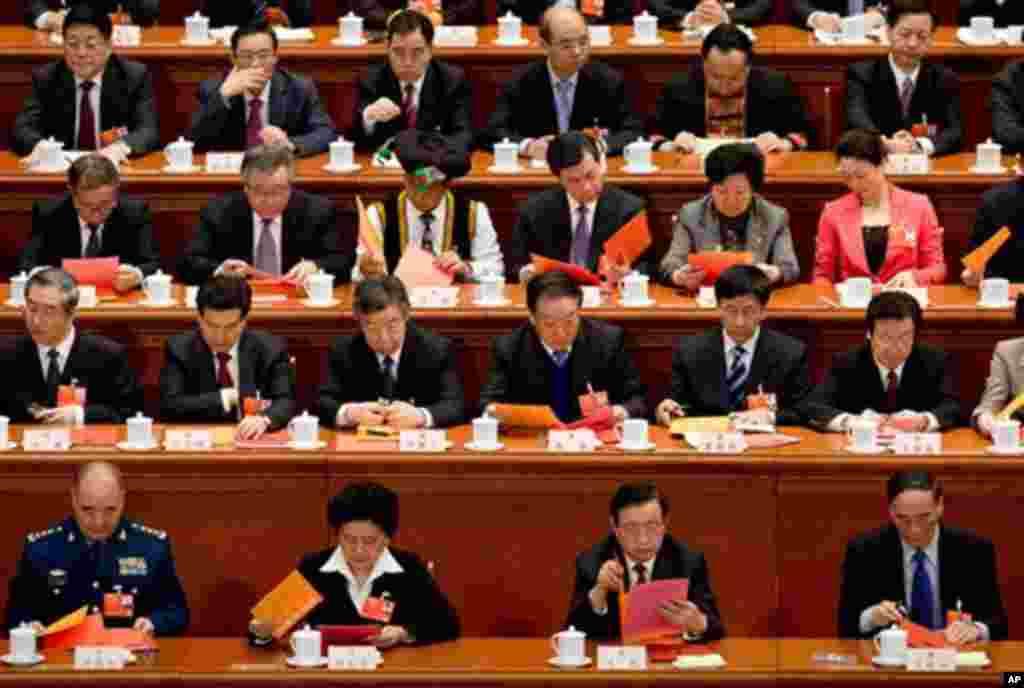 14일 중국 전국인민대표대회 전체회의에 참석한 전국 대표들.