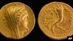 عکس آرشیوی از سکه های طلای باستانی که چند سال پیش در منطقه ای در اسرائیل کشف شده بود