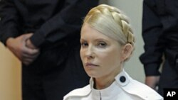 Former Ukrainian Prime Minister Yulia Tymoshenko in court (June, 2011 photo)