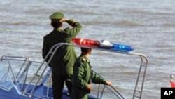 중국쪽에서 압록강을 순찰하는 중국 국경 경비대원들 (자료사진)