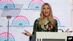 川普總統的女兒伊萬卡川普11月28日在印度海得拉巴全球企業家峰會開幕式上講話。