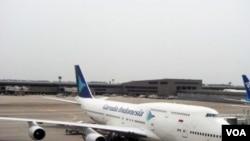 Pesawat Boeing 747-400 milik Garuda Indonesia di bandara Narita, Jepang. Saat ini Garuda Indonesia memiliki sekitar 86 armada.