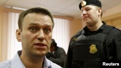 Russian opposition leader and anti-corruption blogger Alexei Navalny speaks with journalists during a break in a court hearing in Kirov April 24, 2013