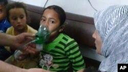 children are seen receiving oxygen in Kfar Zeita after chlorine gas attack. (File)