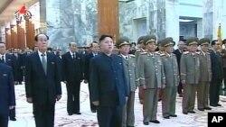 4차 당대표자회를 마치고 금수산태양궁전을 참배한 김정은 노동당 제1비서.
