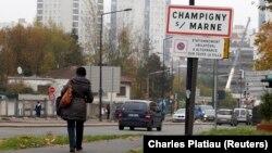 IŞİD videolarında kimliği tespit edilen ve Katolik bir ailenin çocuğu olan Mickael Dos Santos, Fransız komünistlerinin kalelerinden Champigny-Sur-Marne kentinde yaşıyordu.
