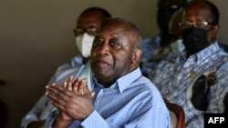 Laurent Gbagbo, mokonzi ya kala ya Côte d'Ivoire, na bokutani na nkumu ya mboka na mama, Côte d'Ivoire, 28 juin 2021.