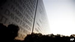 Bức tường tưởng niệm Chiến tranh Việt Nam ở thủ đô Washington D.C. (AP Photo/Carolyn Kaster)
