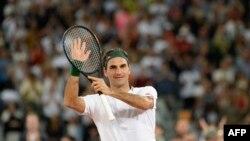 Roger Federer dari Swiss bereaksi setelah kemenangannya melawan petenis Spanyol Rafael Nadal selama pertandingan tenis mereka di The Match di Afrika di Stadion Cape Town, di Cape Town. (Foto: AFP)