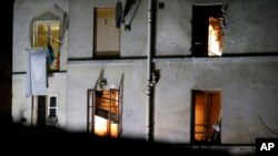 L'immeuble où Chakib Akrouh est mort, à Saint-Denis, lors de l'assaut de la police, le 18 novembre 2015. (AP Photo/Michel Euler, File)