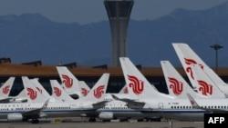 Máy bay Air China đậu tại Phi trường Thủ đô Bắc Kinh (ảnh chụp ngày 27/3/2020)