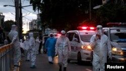PPE ၀တ္စံုမ်ား၀တ္ထားတဲ့ က်န္းမာေရး၀န္ထမ္းမ်ားကို ရန္ကုန္ၿမိဳ႕မွာေတြ႔ရ (စက္တင္ဘာ ၁၇၊ ၂၀၂၀)
