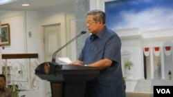 Presiden Susilo Bambang Yudhoyono berbicara pada wartawan (17/7). (VOA/Andylala Waluyo)