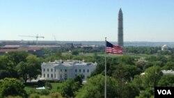 Gedung Putih dengan latar belakang Monumen Washington yang sedang direnovasi (Foto: dok). Gedung Putih mengeluarkan 100 halaman email terkait penanganan kasus serangan di konsulat AS di Benghazi tahun lalu.