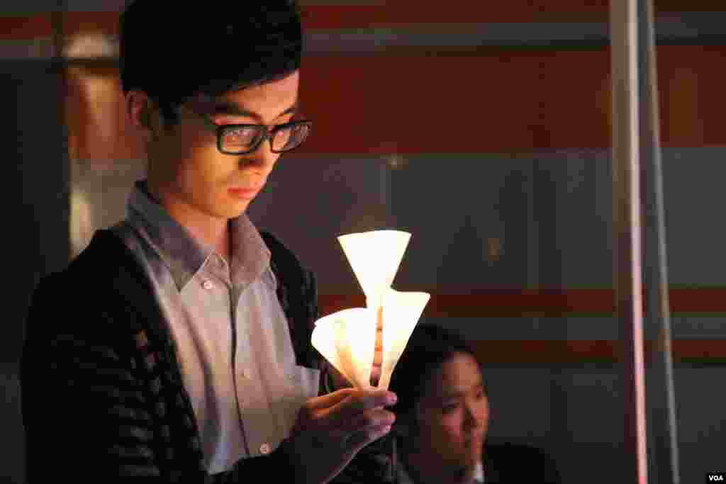 青少年愛滋教育協會在九龍尖沙嘴星光大道舉辦音樂會(美國之音譚嘉琪拍攝)