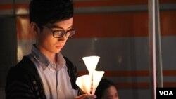 青少年艾滋教育协会在九龍尖沙嘴星光大道舉辦音樂會(美国之音谭嘉琪拍摄)