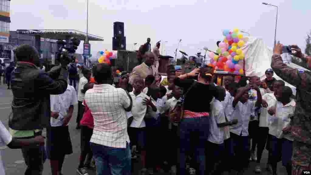 Des enfants et leur parents lors d'une manifestation pacifique à Goma, le 16 juin 2016.