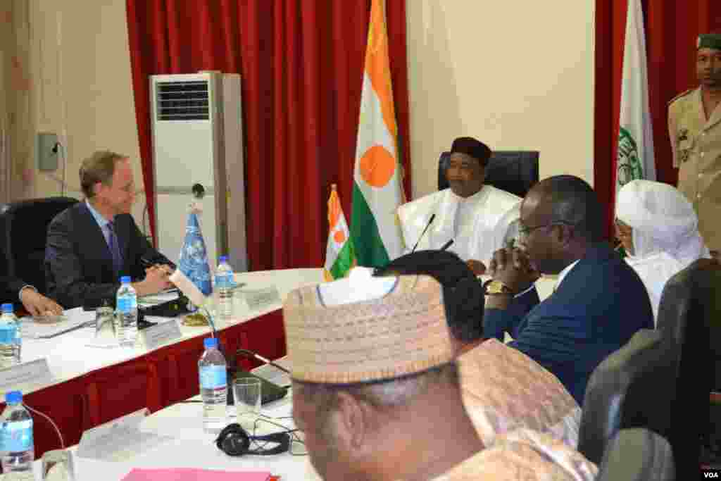In Niamey, Niger's President Mahamadou Issoufou told the council that his country is coping with the fight against Boko Haram, but also the effects of climate change, the drop in mineral prices, and lost trade revenue with its biggest trade partner, Niger