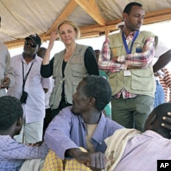 UN World Food Program Executive Director Josette Sheeran meets newly arrived Somali refugees at the Dadaab refugee camp, near the Kenya-Somalia, July 23, 2011