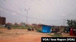 Une parcelle à l'abandon dans la Zone Activités Administratives et Commerciales (Zaca), Ougadougou, Burkina Faso, 9 septembre 2018. (VOA/Issa Napon)