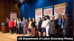 美国劳工部纪念华人劳工为修建横跨东西的铁路做出的贡献。2014年是这条铁路大动脉完工145周年。