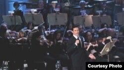 Ο Μάριος Φραγκούλης με την Boston Pops