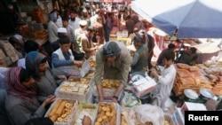 اکثر مسلمانان جهان روز چهارشنبه با برگزاری جشن عيد فطر، ماه رمضان را به پايان بردند.