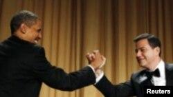 """Le président Obama et Jimmy Kimmel, son """"bourreau"""" au dîner des correspondants à la Maison Blanche, samedi soir."""