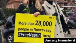تجمع فعالان عفو بینالملل و شهروندان نروژی در مقابل سفارت ایران در شهر اسلو