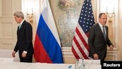 روسی اور امریکی وزرائے خارجہ سرگئی لوؤروف اور جان کیری (فائل فوٹو)