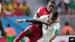 William Carvalho, de vermelho, natural de Luanda e joga por Portugal