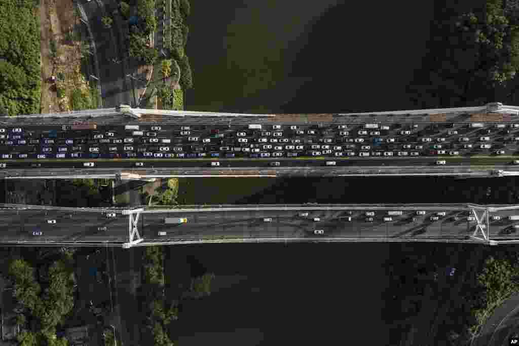 Commuters cross the Juan Pablo Duarte Bridge in Santo Domingo, Dominican Republic.