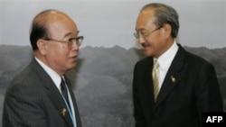 Министр иностранных дел КНДР Пак Ы Чун (слева). Фото 2007 года.