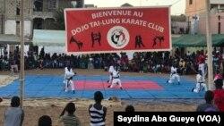 Le dernier camp d'exhibition de Tailung Karaté Club à Guédiawaye, au Sénégal, le 20 août 2020. (VOA/Seydina Aba Gueye)