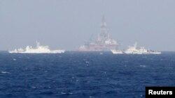 Tàu Tuần duyên của Trung Quốc vây quanh giàn khoan Hải dương 981 của Trung Quốc, cách bờ biển Việt Nam khoảng 210 km 14/5/14