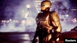 El actor Richard Eden, encarnó a Robocop, el policía robot de la ciudad de Detroit, en su primera trilogía.