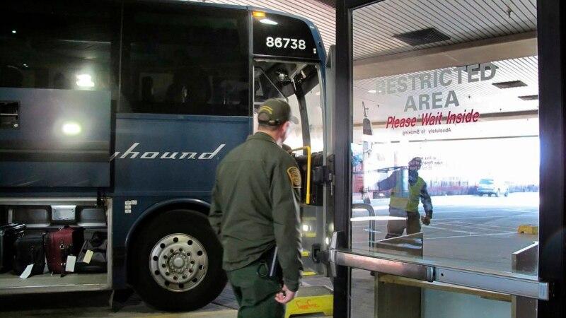 La empresa de autobuses Greyhound no consentirá revisiones migratorias