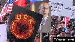 Hiljade ljudi okupile su se u Prištini da protestuju zbog hapšenja i zadržavanja bivšeg premijera Ramuša Haradinaja u Francuskoj.