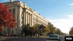华盛顿美国司法部总部大楼 (美国之音)